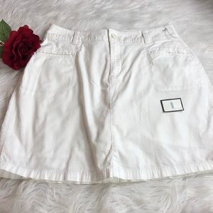 Croft & Borrow White casual skort